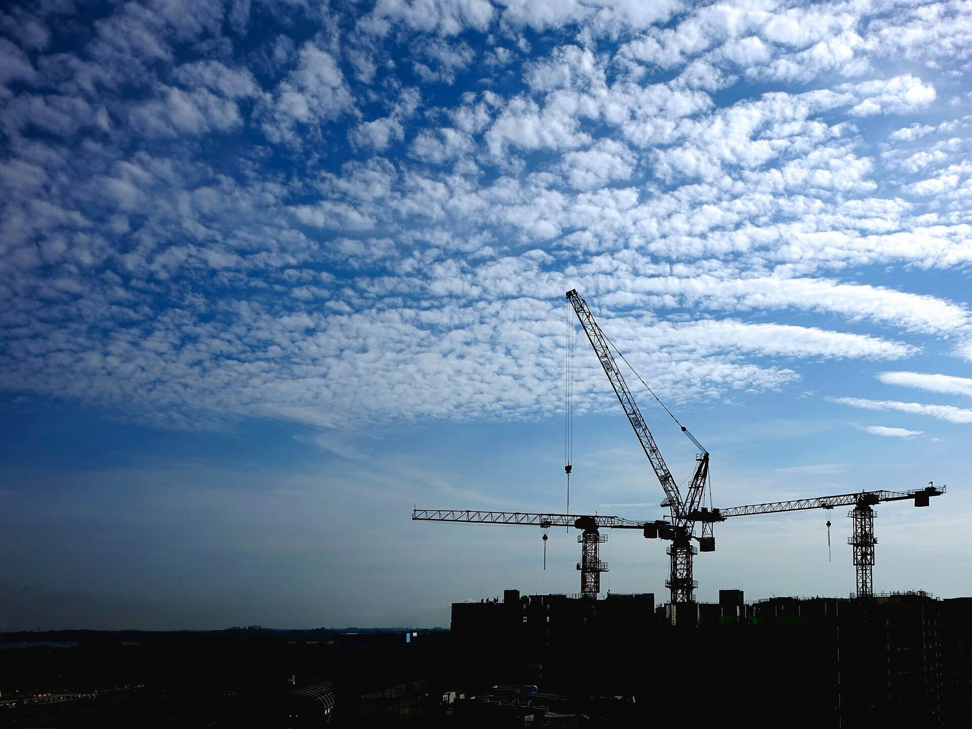What Is The Difference Between Crane Hire and Contract Lift Hire