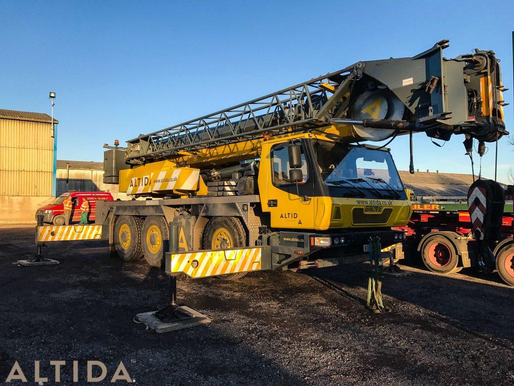 Grove GMK3050 1 50 Tonne Mobile Crane lifting 10 Tonne train track panels for Network Rail 1