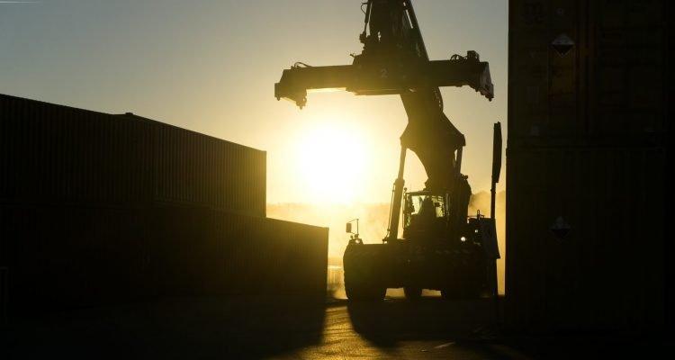 shipping crane hire uk